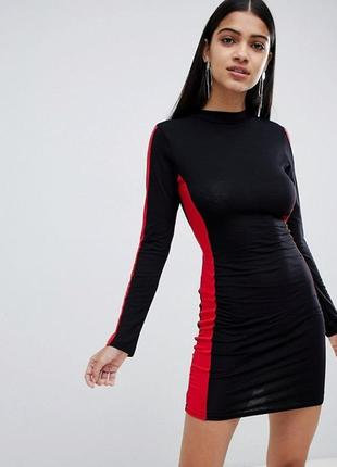 Красивое,тонкое,трикотаж платье с открытой спиной,красные ламп...
