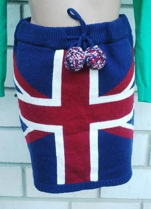 Вязаная(трикотажная)мини- юбка с британским флагом и помпонами