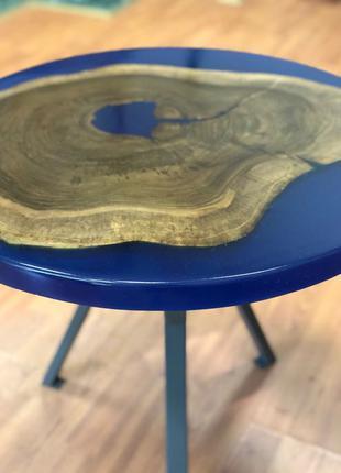 Журнальный столик из натурального дерева и эпоксидной смолы