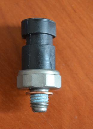 Датчик давления масла GM 12635992, 648002
