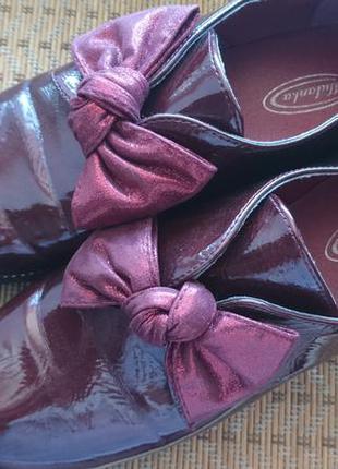 Лаковые туфли цвета марсала