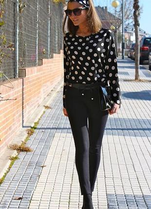 Очень красивая,укороченная черная  блузка  в  белые горохи,сво...