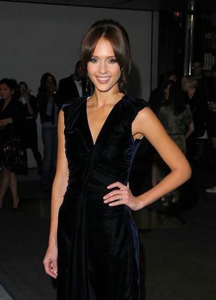 Очень красивое,маленькое,черное,бархатное,шелковое платье  lau...