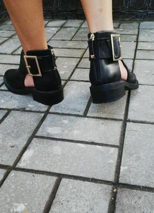 Очень красивые ботинки ,туфли высокие,stradivarius,кож.зам