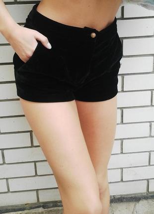 Красивые,черные,бархатные(велюровые) шорты  с переливом.topshop