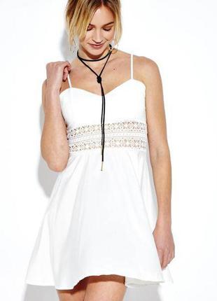 Белое,легкое платье,сарафак с открытой спиной,кружевом по тали...