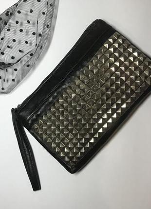 Черный клатч,сумочка с металлическими  заклепками ,кож.зам,от ...