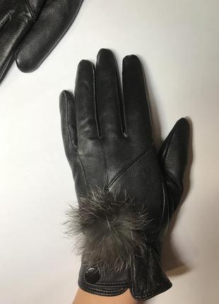 Кожаные перчатки с помпоном из  меха кролика,кожа 100%