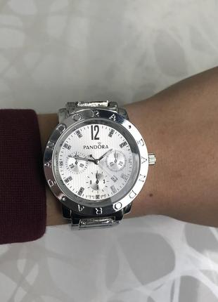 Женские наручные модные металлические часы серебристые