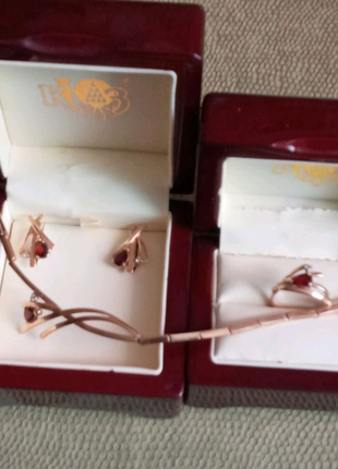 Комплект ювелирных изделий с гранатом и цирконием