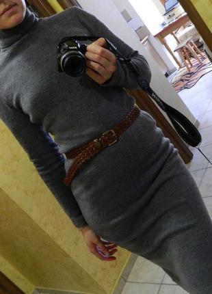 Платье свитер приталенное гольф серое осень-зима