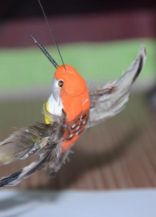 Летающая птичка на солнечной батарее
