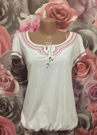 Качественная,белоснежная фирменная футболка -блуза с вышивкой,...