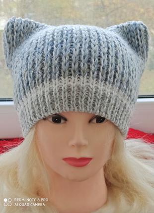 шапка с ушками в серо-белых тонах