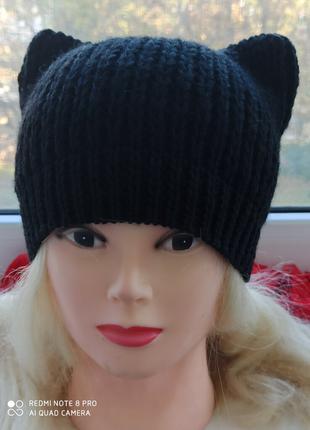 шапка с ушками чёрная
