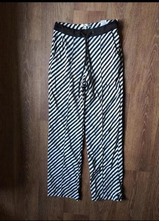 Летние стильные брюки в полоску