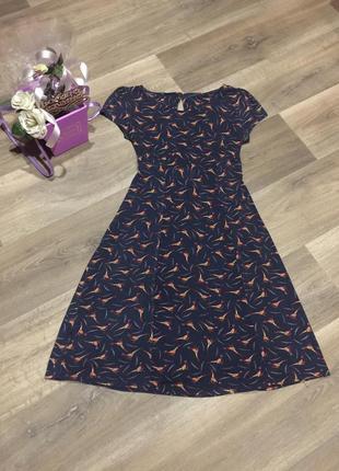 Красивое вискозное трикотажное платье с фазанами на 48 р