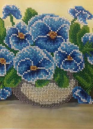 Картина вышита бисером фиалки синие ручная работа голубые