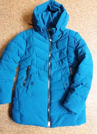 Яркая  зимняя  куртка  холофайбер