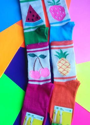 Носки женские высокие цветные с оригинальными принтами. произв...