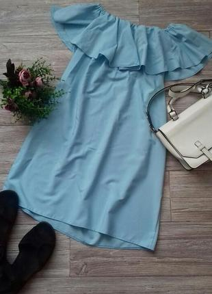 Платье небесного цвета на плечи