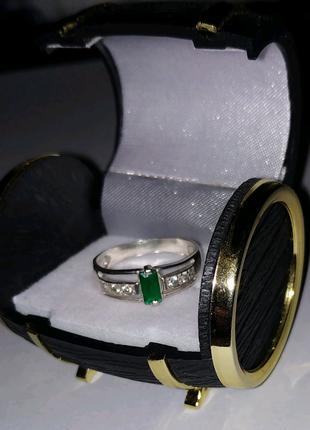 Кольцо серебряное с зелёным камнем
