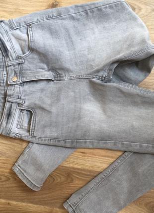 джинсы скини серые