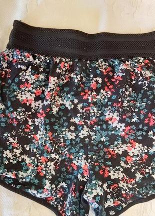 Трендовые шорты,в цветочный принт,ONLY
