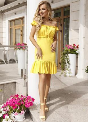 Модное платье с открытыми плечами желтое и розовое
