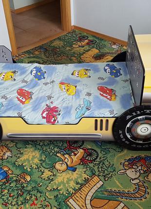 Детская кровать с столом и стулом