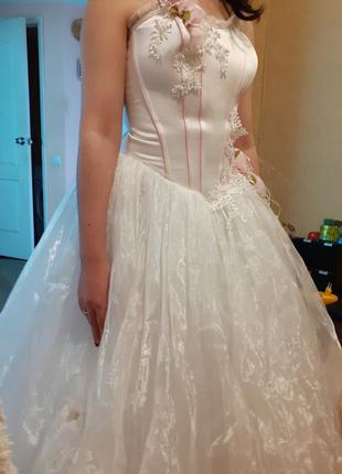 Свадебное платье.Размер 42-48. Регулируется шнуровкой.