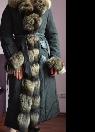 Зимнее пальто с меховым воротником и манжетами италия