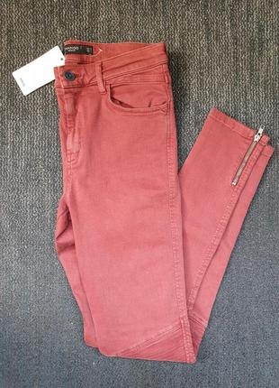 Джинсы брюки с молнией mango
