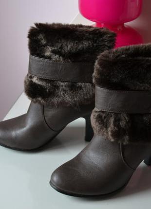Сапожки  ботинки с мехом на среднем каблуке