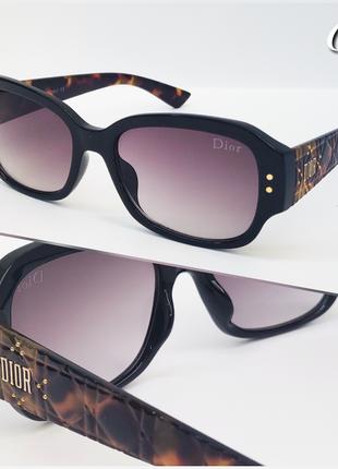 Женские очки солнцезащитные черные