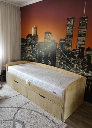Кровать односпальная с матрасом и наматрасником
