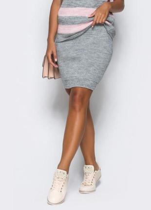 Серая вязаная юбка