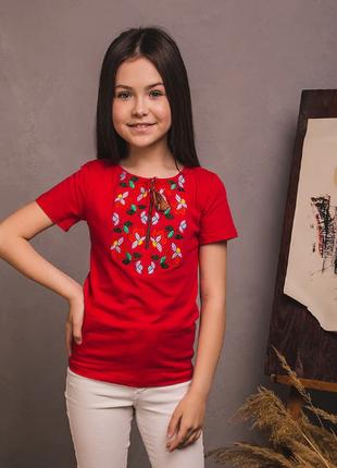 Червона футболка вишиванка