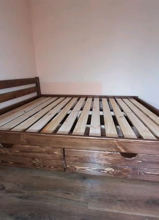 Кровать деревянная самая крепкая.