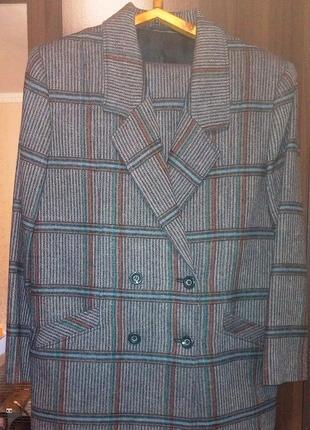 Шерстяной костюм (юбка, пиджак)