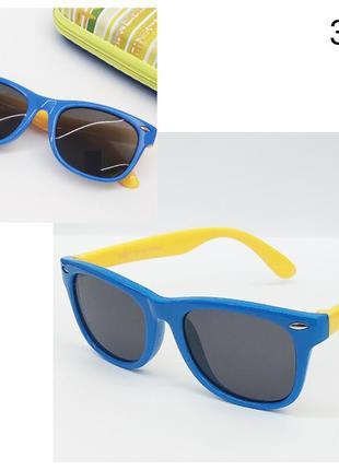 Очки детские солнцезащитные голубые с желтыми дужками и с поля...