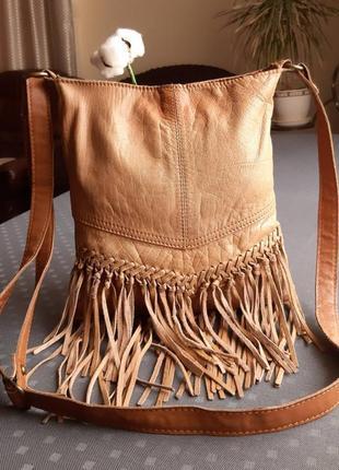 Кожаная брендовая сумочка на плечо с бахромой