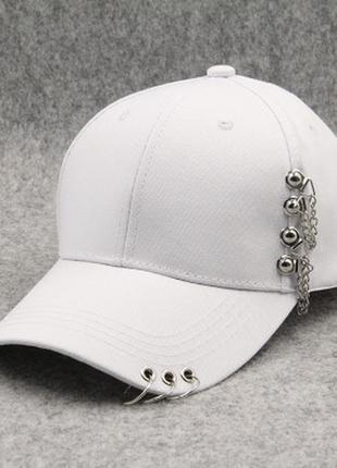 Женская кепка punk chain с цепочками белая