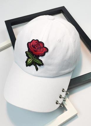Женская кепка с розой белая