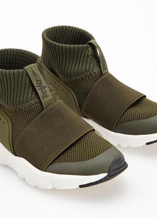 Новые спортивные ботинки reserved