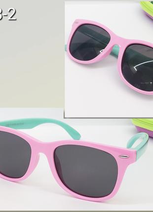 Детские солнцезащитные очки в яркой оправе с поляризацией
