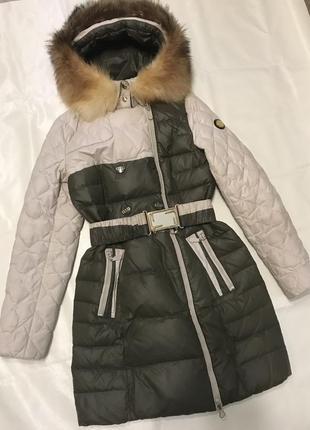 Зимний пуховик с натуральным мехом из лисы