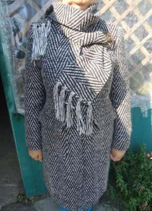Пальто весна-осень с шарфиком