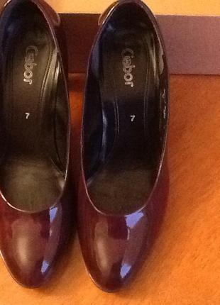 Немецкие кожаные лаковые туфли gabor 41-40 (26.5)
