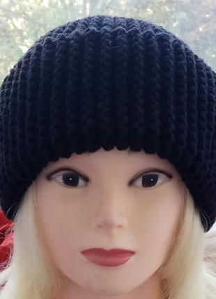 шапка с отворотом чёрная